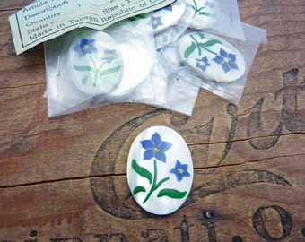 Vintage Cabochon Mother Of Pearl Cab with Flowers 30x22mm (1)