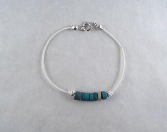 Bracelet cuir fin blanc perles de coco dark turquoise asymétrique minimaliste argenté bijou plage été boheme