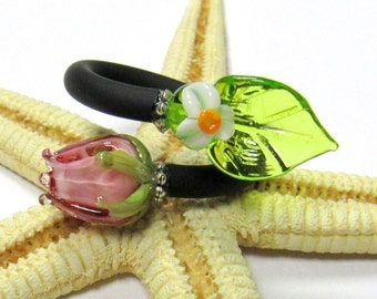 SMAUGGS handmade ring, rubber, glassbeads (4-8mm), adjustable (50-61), black, pink, green