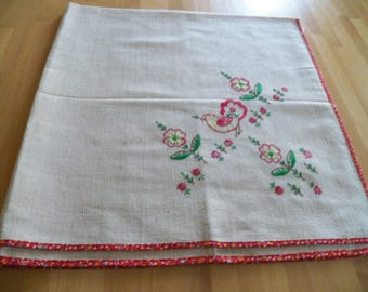"Vintage UNUSED Linen Tablecloth with Embroidered Bird & Flower Motif 38"" Square"