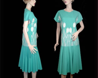 Vibrant bright grass green linen rayon dress - 24 - drop waist - Made in Canada - white embroidered applique tulips daffodils roses flowers