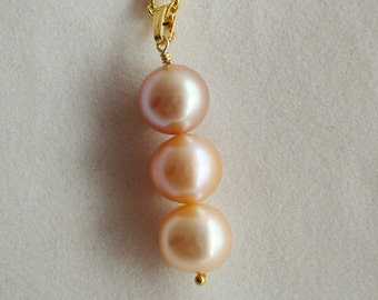 Three pearl drop pendant