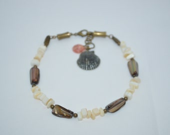 Ankle Bracelet, Anklet Mother of Pearl Shell Beads with Scallop Shells & Bronze Accents, Scallop Shell Anklet, Shell Anklet, Beach Anklet