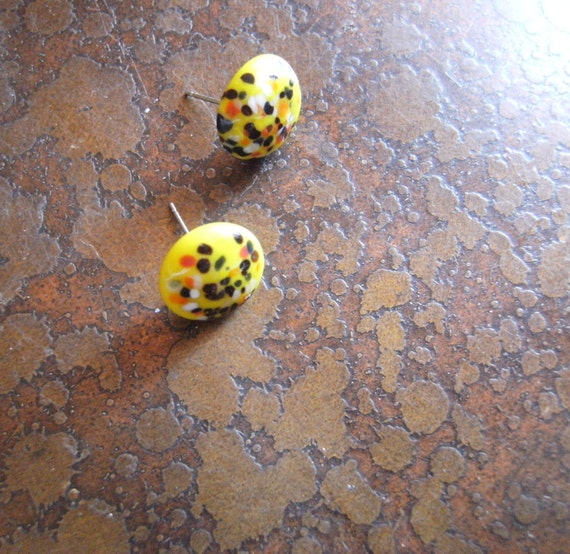 Yellow Color Burst Vintage India Glass Silver Tone Stud earrings