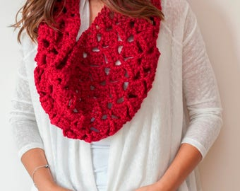 BEGUM - Chunky Infinity Cowl Scarf Neckwarmer - Crimson Red  - Free US and EU Shipping
