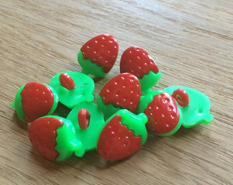 20 Strawberry Buttons