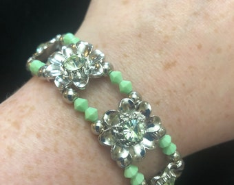 Sea foam Green and Silver Flower Stretch Bracelet