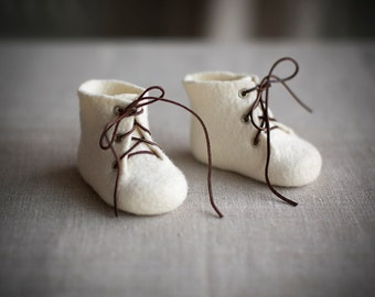 Baby shower gift shoes Newborn booties Organic wool boots Felted unisex eco friendly natural wool ivory white laced shoes Kids boots