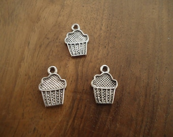 set of 3 BEAD charms - CUPCAKES - antique silver
