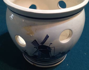 Handpainted Delft pot