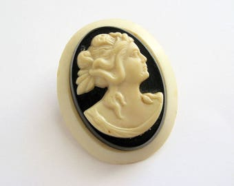 Vintage Molded Celluloid Cameo Brooch 1930s or 1940s Pin