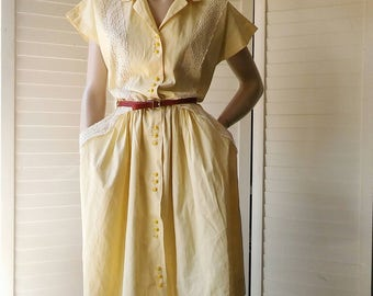 1940s yellow cotton sundress with white lace, plastic buttons and deep pockets.