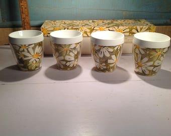 4 glasses vintage plastic flowers