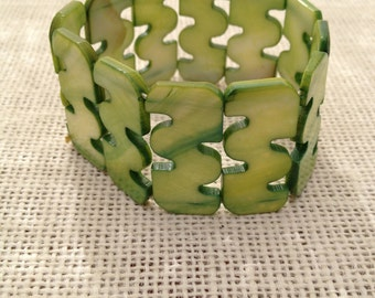 Green Mother of Pearl Vintage Stretch Bracelet Green Nacre Stretchy