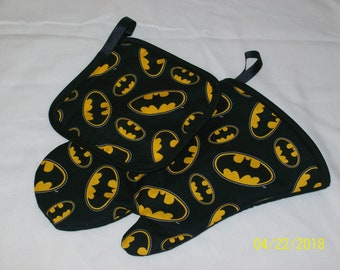 Batman Great Gift Oven MItt and Hot Pad Pot Holder Set