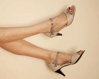 Wedding sandals // Leather sandals // Peep toes // Wedding shoes // Bridal sandals // Low heels // Women heeled sandals // Designer shoes