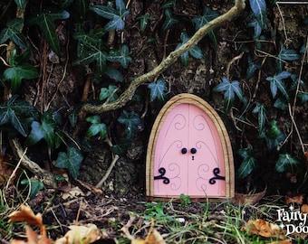 Fairy Door 'Emma' in Pink - Pink Fairy door - Gnome door - Miniature door - Fairy garden - Fairytale door - Fairy door for tree