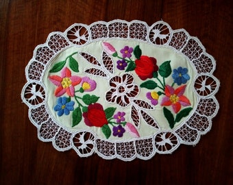 """Hand embroidered 10"""" Kalocsa lace vintage oval (Richelieu) doily with authentic Hungarian embroidery pattern"""