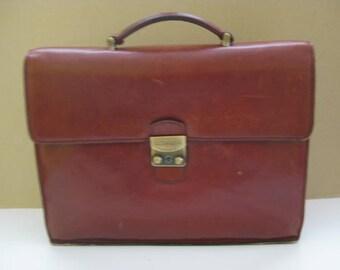 Magnificent brown leather LE TANNEUR  messenger bag, school bag.
