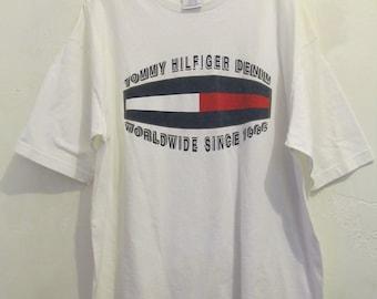 A Vintage 90's,White Short Sleeve HiP H0P era T shirt by TOMMY HILFIGER.XL