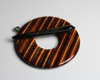 Toggle, laminated wood, hand carved, Black Forest color
