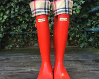 SLUGS Fleece Rain Boot Liners London Plaid Black, Tan & Red, Boot Sock, Boot Insert, Fleece Sock (Med/LG 9-11 shoe)