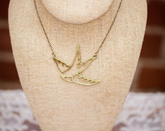 Flying Sparrow/Swallow/Bird Necklace (The Bettie)