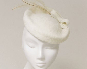 The Emiéle Bridal Fascinator Hat - Ivory Hat - Feather Saucer Hat - Wedding Fascinator - English Wedding Hat