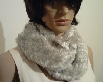 Möbius scarf silver-grey faux fur
