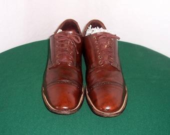 Sz 12 D Vintage Dark Brown Genuine Leather 1980s Men Flat lace up Stacy Adam Shoes.