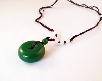 BZ133 - pretty charm Circle Pendant round Jade Vert with cord with sliding knots