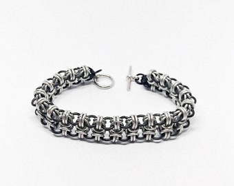 Black and silver Chainmaille Bracelet (Byzybees)