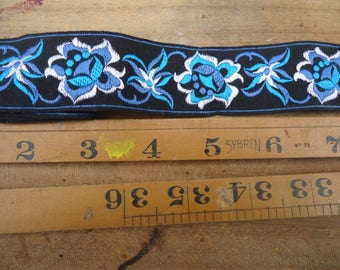 1 Meter Length of Vintage Swiss Style Alpine Flowers Embroidered Cotton Braid. High Quaility Vintage French Braid 1970s Eidelweiss design