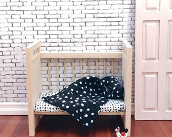 Cot / childs bed - Natural wood with dot sheets