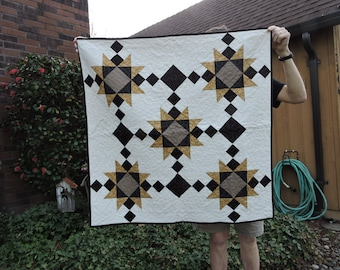 Table Topper with Stars in Gold and Black Reproduction Fabrics