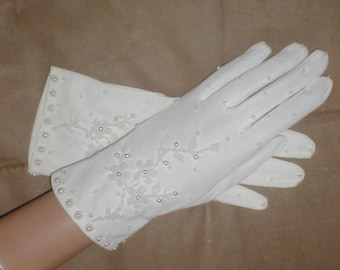 GORGEOUS  vintage 1940's White  Beaded Bridal Gloves