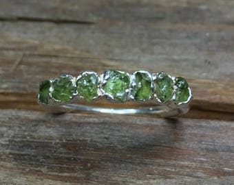 Boho gemstone ring / Peridot ring / Raw gemstone ring / Raw peridot ring / Green gemstone / Gift for wife / Gift for her