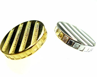 Gold and silver tone metal buttons 2 pcs