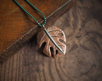Monstera leaf rustic pendant, botanical jewelry, nature inspired delicate necklace, rustic style jewelry, plants lover gift, gift for her