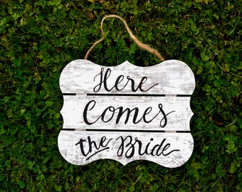 Wedding rustic sign / Here comes the bride sign / daddy here comes mommy