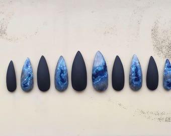 Lange blaue Geode Nägel
