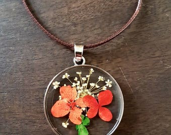 Flower necklace, pressed flower necklace, natural jewellery, glass necklace, resin necklace, dry flower pendant