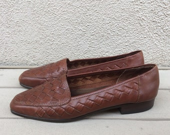 Vintage 90s brown woven leather loafers / Size 6 US