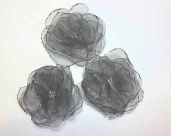 """set of 3 flowers in gray organza and pearls (2.16 """")"""