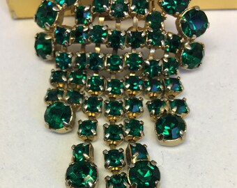 Make a Statement in this Vintage Rich Emerald Green Pronged Rhinestone Waterfall Brooch.