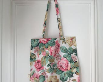Tote bag with flowers