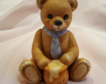 Vintage Homco Honey Bear Made in Taiwan Collectible Ceramic Homco Bear presented by Donellensvintage