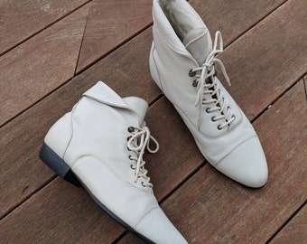 VINTAGE White Leather Lace-Up Ankle Boots, 9.5