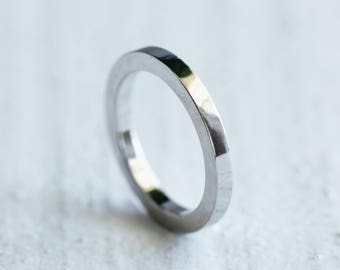 Platinum wedding band in 950 recycled platinum - choose a width
