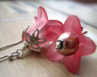 Sangria Pink Lucite Flower Earrings, Mauve Pearl and Bellflower Earrings, Trumpet Floral Earrings, Sangria Lilies and Pearl Beads